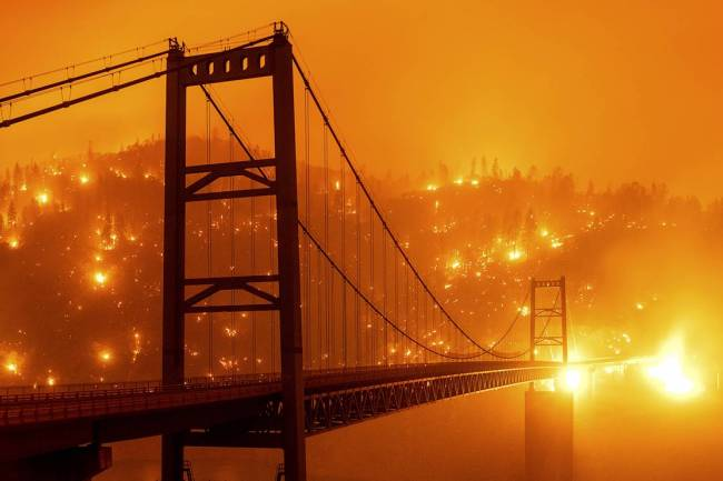EE.UU: COMO UNA GRAN BESTIA DEVORADORA AVANZAN LOS INCENDIOS EN CALIFORNIA, OREGON Y WASHINGTON