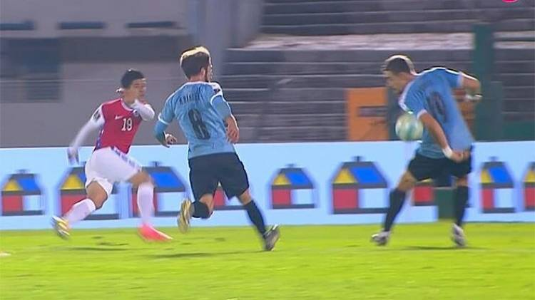 Impactante Video de la mano no cobrada en el partido Uruguay contra Chile